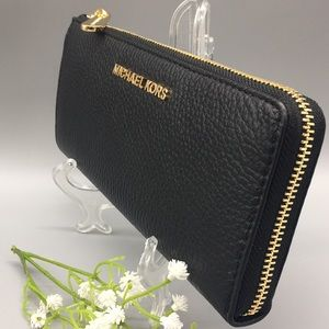 Michael Kors Jet Set Black Lg Three QTR Zip Wallet